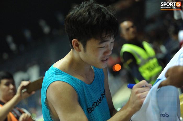 Xuân Trường, Văn Lâm ôm nhau đầy tình cảm sau trận đối đầu tại Thai League - Ảnh 11.
