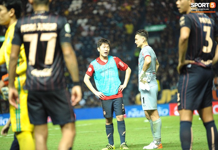 Xuân Trường, Văn Lâm ôm nhau đầy tình cảm sau trận đối đầu tại Thai League - Ảnh 4.