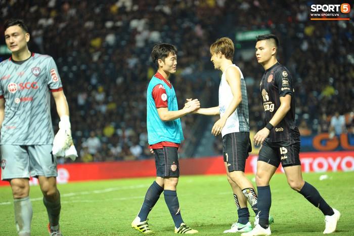 Xuân Trường, Văn Lâm ôm nhau đầy tình cảm sau trận đối đầu tại Thai League - Ảnh 10.