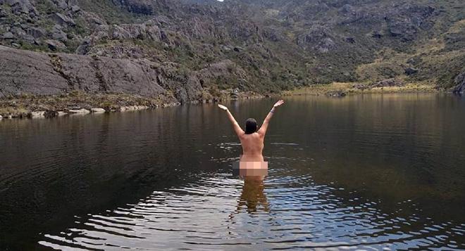 Chụp ảnh khỏa thân ở nơi hạn chế du lịch, nữ Travel blogger hứng chịu chỉ trích vì làm ô uế hồ nước thiêng - Ảnh 1.