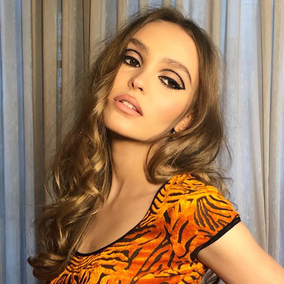 Nhan sắc tuổi 20 của ái nữ nhà Johnny Depp: Đẹp lạ, thần thái siêu mẫu ngút ngàn chẳng kém ai - Ảnh 1.