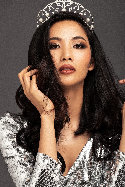 Thiết kế Bàn thờ thi phần trang phục để Hoàng Thuỳ dự Miss Universe 2019 đang khiến dân tình cạn hết lời! - Ảnh 5.