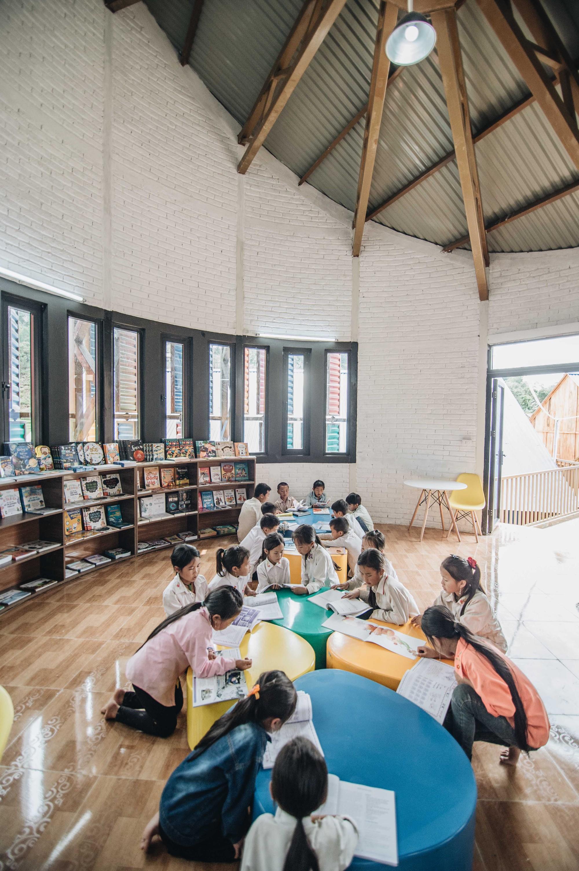 Khám phá thư viện truyền cảm hứng của dự án Mặt Trời Mơ Ước - Đoá hoa rực rỡ giữa núi rừng Tri Lễ - Ảnh 4.