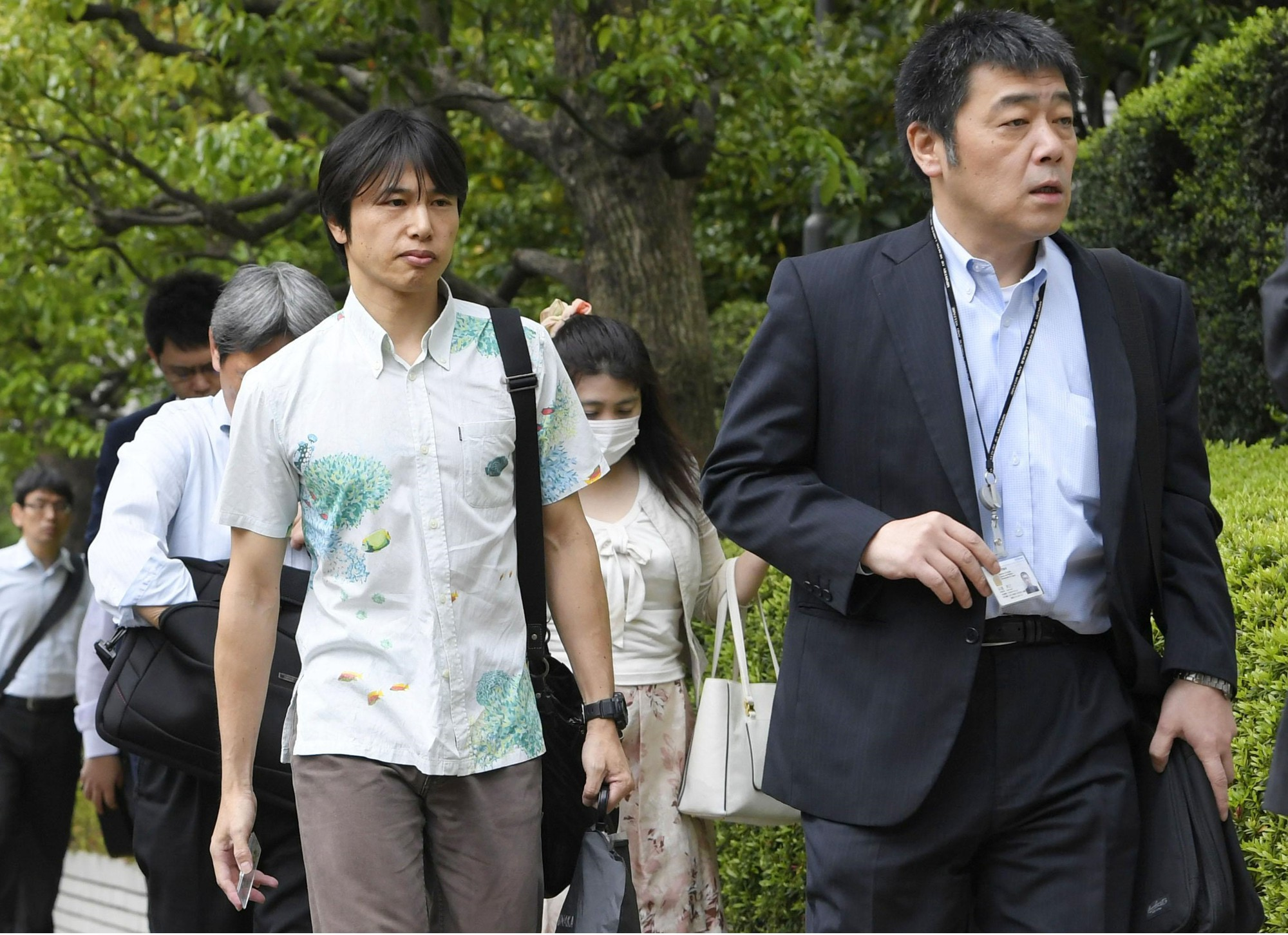 Dân công sở Nhật Bản rủ nhau ăn mặc mát mẻ đi làm, lý do đằng sau khiến cả thế giới nể phục - Ảnh 4.