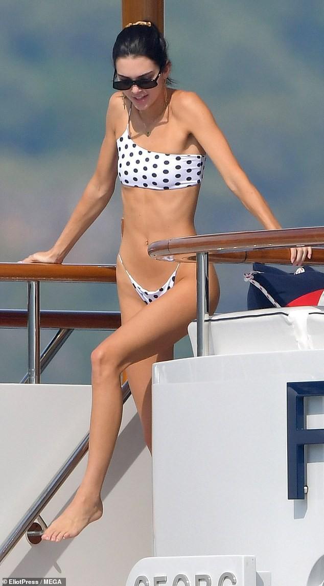 Body cặp bạn thân siêu mẫu 9x hot nhất Kendall Jenner và Bella Hadid: Ngày càng mỏng, gầy đẹp hay tong teo? - Ảnh 2.