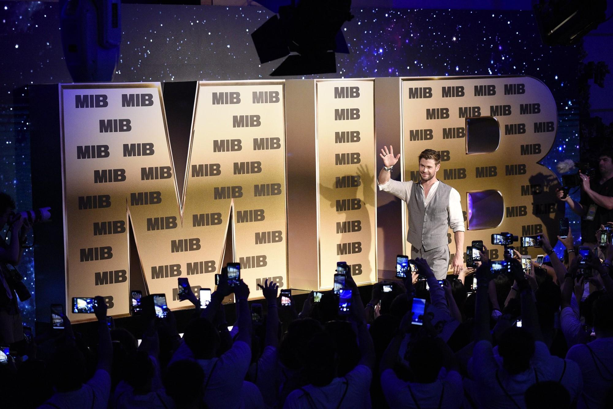 Phỏng vấn trực tiếp Chris Hemsworth: Muốn bứng Black Widow và Hulk đóng chung Men in Black, con gái là fan cứng Wonder Woman! - Ảnh 2.