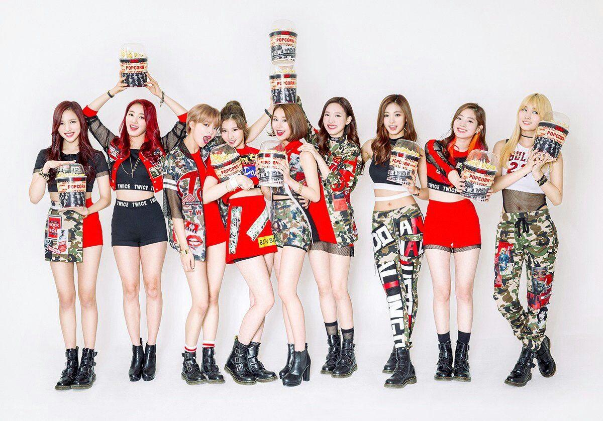 10 MV debut có lượt xem khủng nhất Kpop: BlackPink bá chủ, BTS lặn mất tăm, 2 đại diện nam duy nhất là ai? - Ảnh 7.