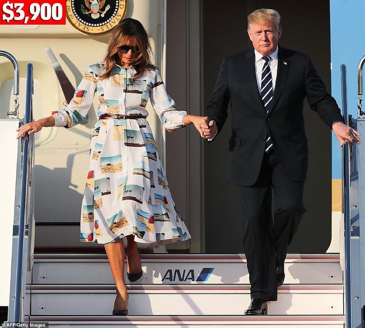 Bà Melania Trump chi gần nửa tỷ cho trang phục mặc trong chuyến thăm Nhật Bản 4 ngày, biến hóa từ sành điệu đến quý phái - Ảnh 2.