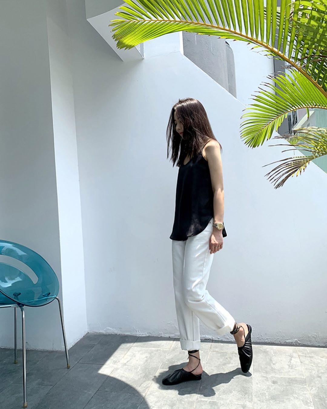 Muốn mặc đẹp hãy tham khảo 15 bộ đồ từ street style châu Á dưới đây, với rất nhiều gợi ý váy áo thô/đũi mát mẻ - Ảnh 2.