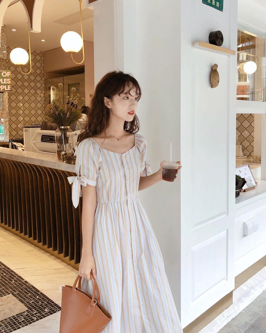 Muốn mặc đẹp hãy tham khảo 15 bộ đồ từ street style châu Á dưới đây, với rất nhiều gợi ý váy áo thô/đũi mát mẻ - Ảnh 11.