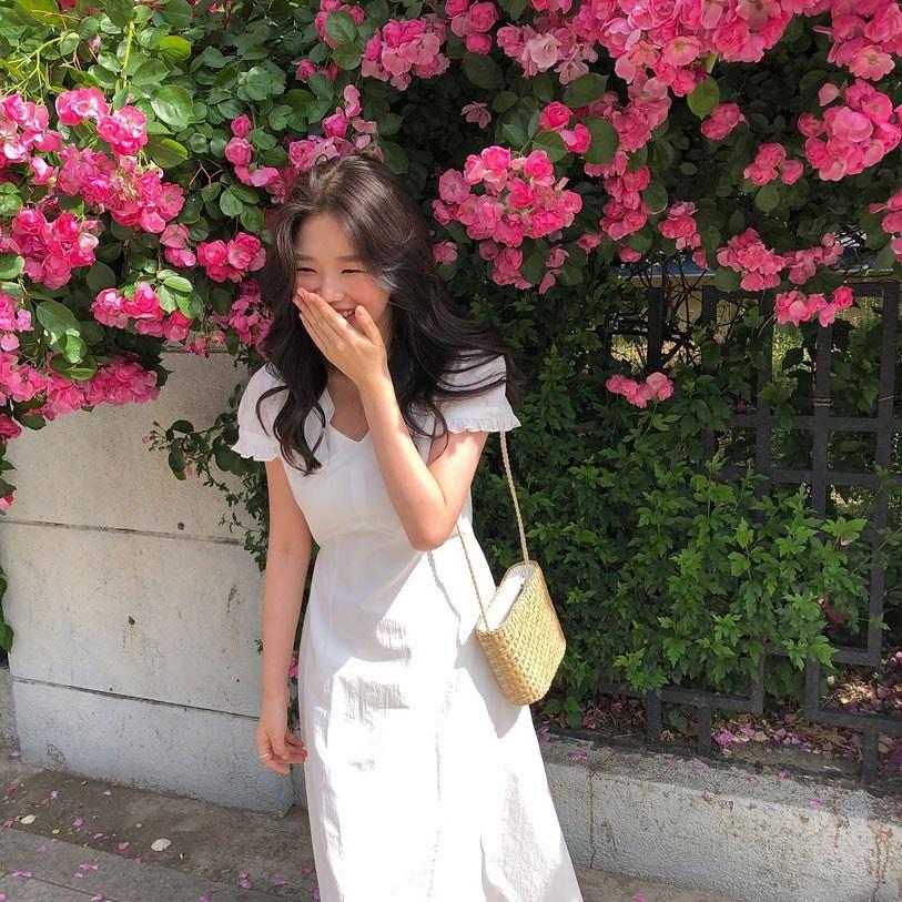Muốn mặc đẹp hãy tham khảo 15 bộ đồ từ street style châu Á dưới đây, với rất nhiều gợi ý váy áo thô/đũi mát mẻ - Ảnh 13.