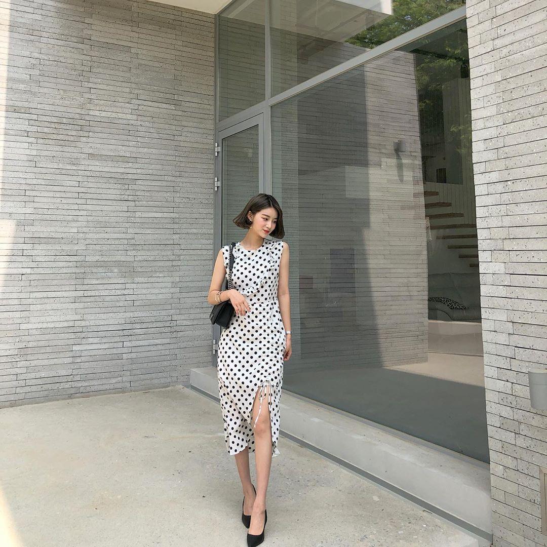 Muốn mặc đẹp hãy tham khảo 15 bộ đồ từ street style châu Á dưới đây, với rất nhiều gợi ý váy áo thô/đũi mát mẻ - Ảnh 4.