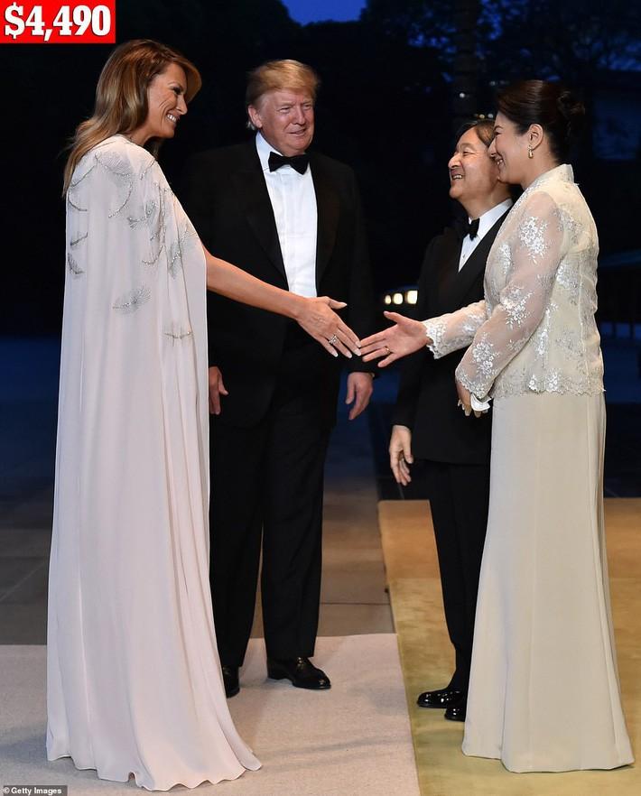 Bà Melania Trump chi gần nửa tỷ cho trang phục mặc trong chuyến thăm Nhật Bản 4 ngày, biến hóa từ sành điệu đến quý phái - Ảnh 6.