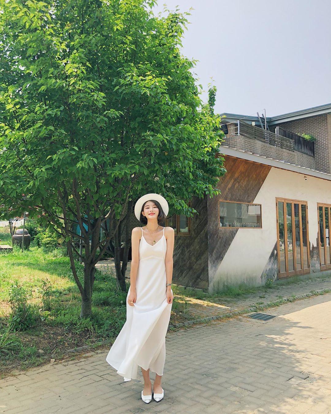 Muốn mặc đẹp hãy tham khảo 15 bộ đồ từ street style châu Á dưới đây, với rất nhiều gợi ý váy áo thô/đũi mát mẻ - Ảnh 7.