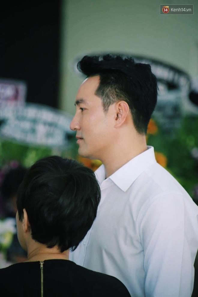 NS Minh Nhí, Diệu Nhi và bạn bè đồng nghiệp đến thắp nhang tiễn biệt cố nghệ sĩ Lê Bình trong ngày cuối lễ tang - Ảnh 5.