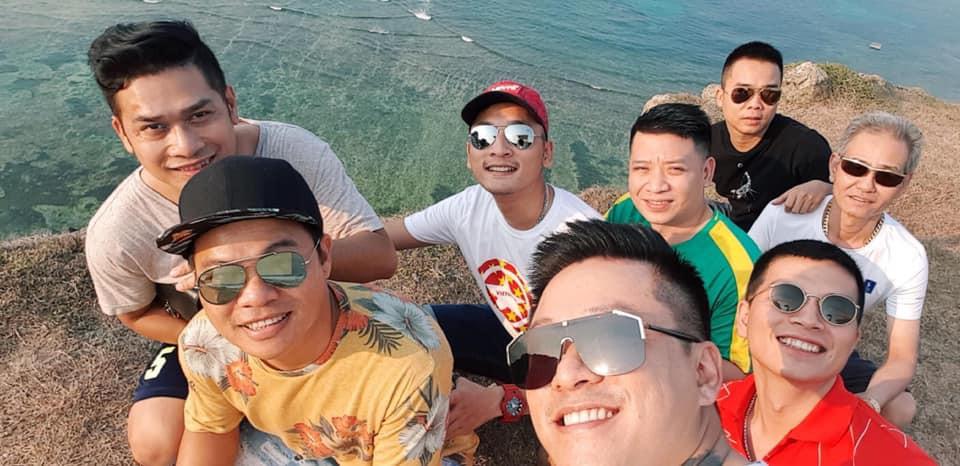 Tuấn Hưng cùng nhóm bạn đi dọn rác quanh bờ biển huyện đảo Lý Sơn: Có thể nhiều người sẽ nói chúng tôi có vấn đề nhưng cứ làm thôi - Ảnh 5.