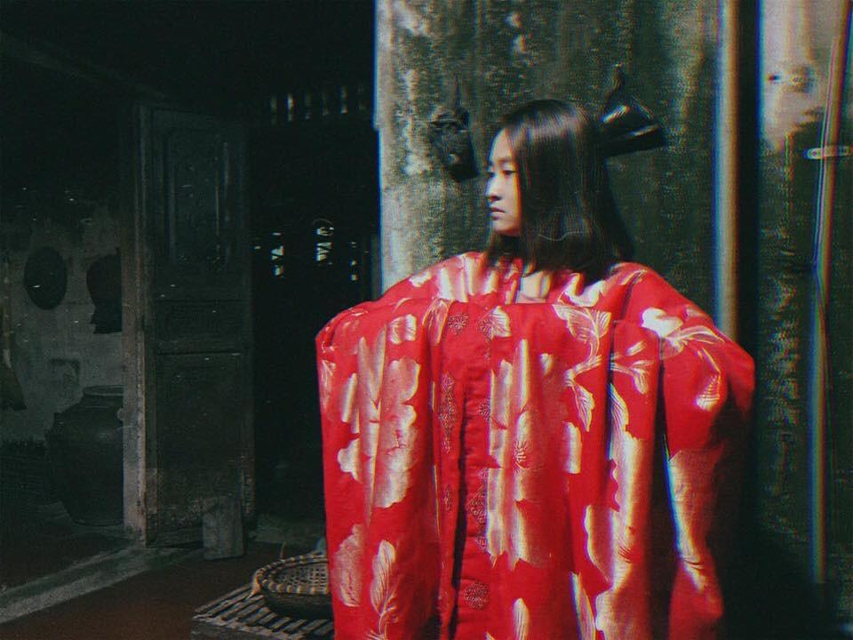Cô bạn mượn chăn của mẹ cosplay Cám, tuy lầy nhưng thần thái so với Chi Pu cũng một chín một mười - Ảnh 1.