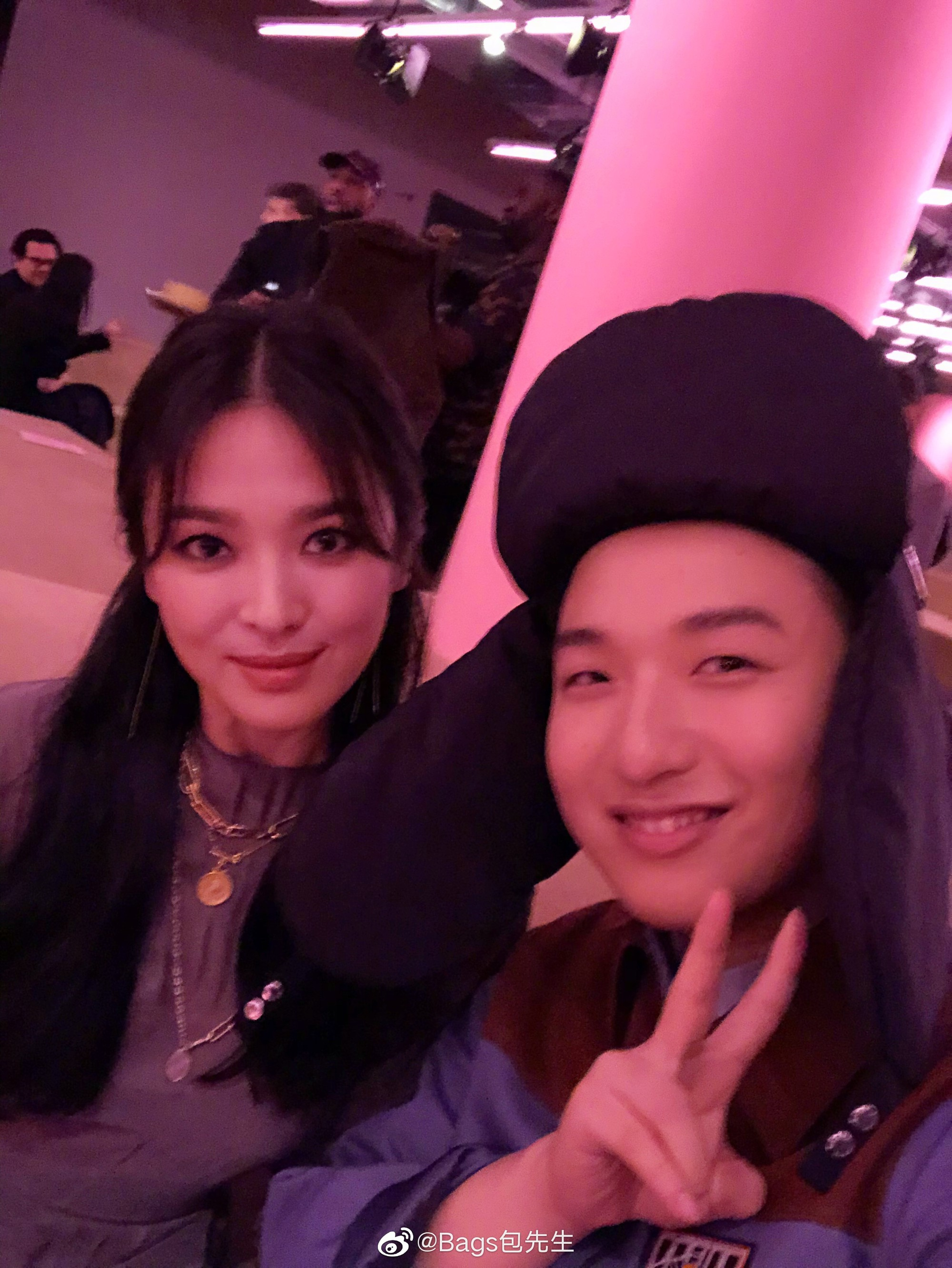 Ảnh chụp vội góc nghiêng của Song Hye Kyo tại New York: Quá xuất sắc, nhưng lại vênh với ảnh sự kiện? - Ảnh 4.
