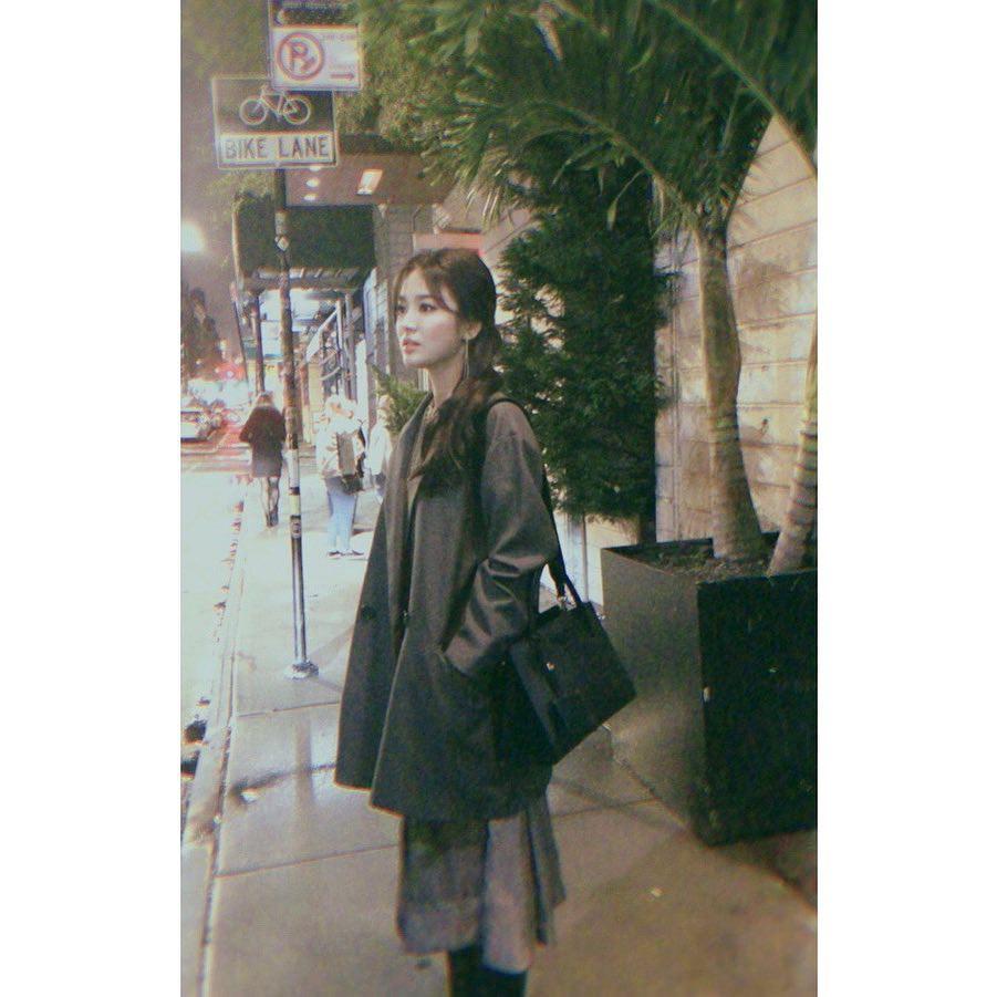 Ảnh chụp vội góc nghiêng của Song Hye Kyo tại New York: Quá xuất sắc, nhưng lại vênh với ảnh sự kiện? - Ảnh 3.