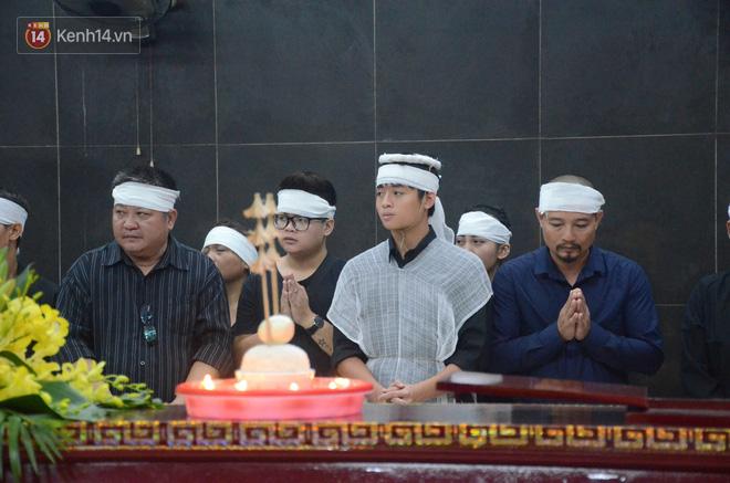 Hàng nghìn người khóc cạn nước mắt trong tang lễ của nữ giáo viên bị ô tô tông tử vong ở hầm Kim Liên - Ảnh 4.