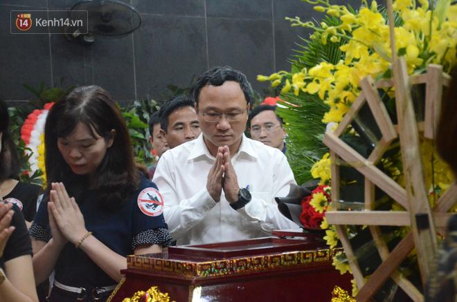 Hàng nghìn người khóc cạn nước mắt trong tang lễ của nữ giáo viên bị ô tô tông tử vong ở hầm Kim Liên - Ảnh 8.