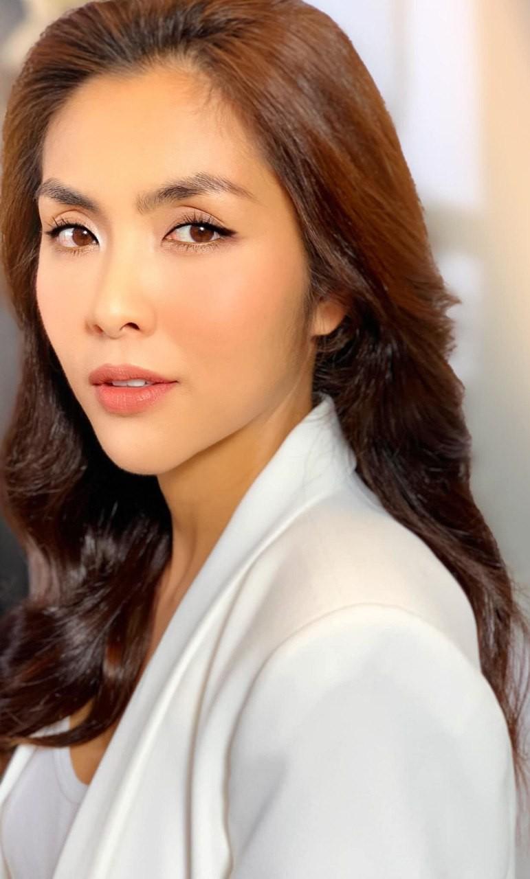 Loạt ảnh hậu trường đẹp xuất sắc của Hà Tăng khiến fan nóng lòng chờ ngày nàng ngọc nữ tái xuất điện ảnh - Ảnh 1.
