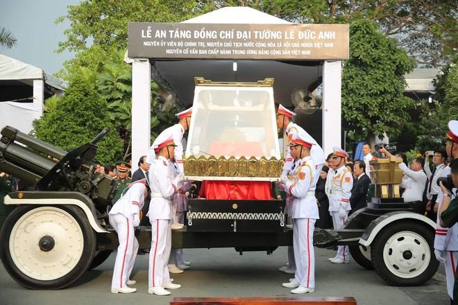 Lễ an táng cố Chủ tịch nước Lê Đức Anh ở TP Hồ Chí Minh - Ảnh 17.