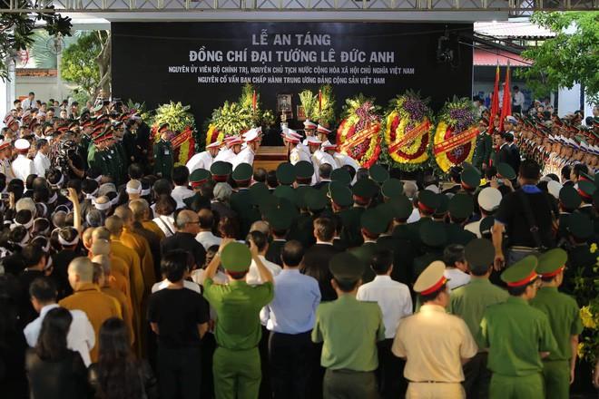 Lễ an táng cố Chủ tịch nước Lê Đức Anh ở TP Hồ Chí Minh - Ảnh 3.