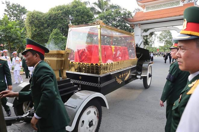 Lễ an táng cố Chủ tịch nước Lê Đức Anh ở TP Hồ Chí Minh - Ảnh 24.