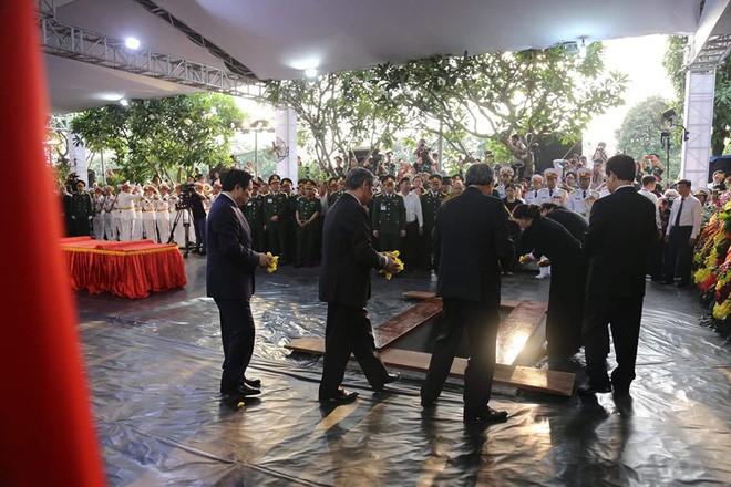 Lễ an táng cố Chủ tịch nước Lê Đức Anh ở TP Hồ Chí Minh - Ảnh 7.