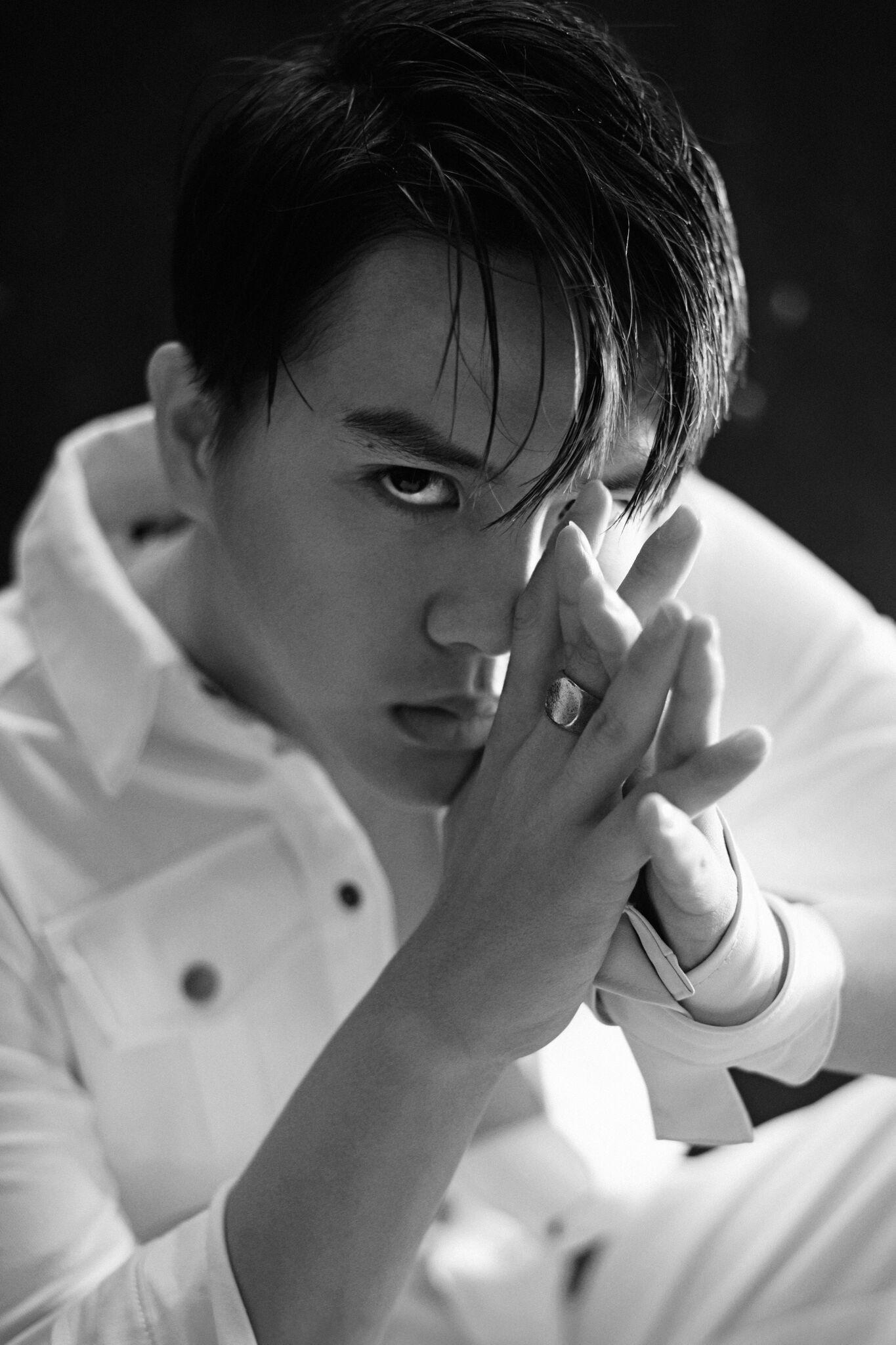 Có một Duy Khánh đã hết giả gái, cool ngầu và nam tính trong loạt ảnh mới - Ảnh 3.