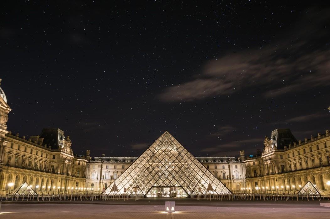 Bảo tàng Louvre (Pháp) buộc phải đóng cửa vì quá đông du khách kéo tới xem kiệt tác tranh nàng Mona Lisa - Ảnh 1.