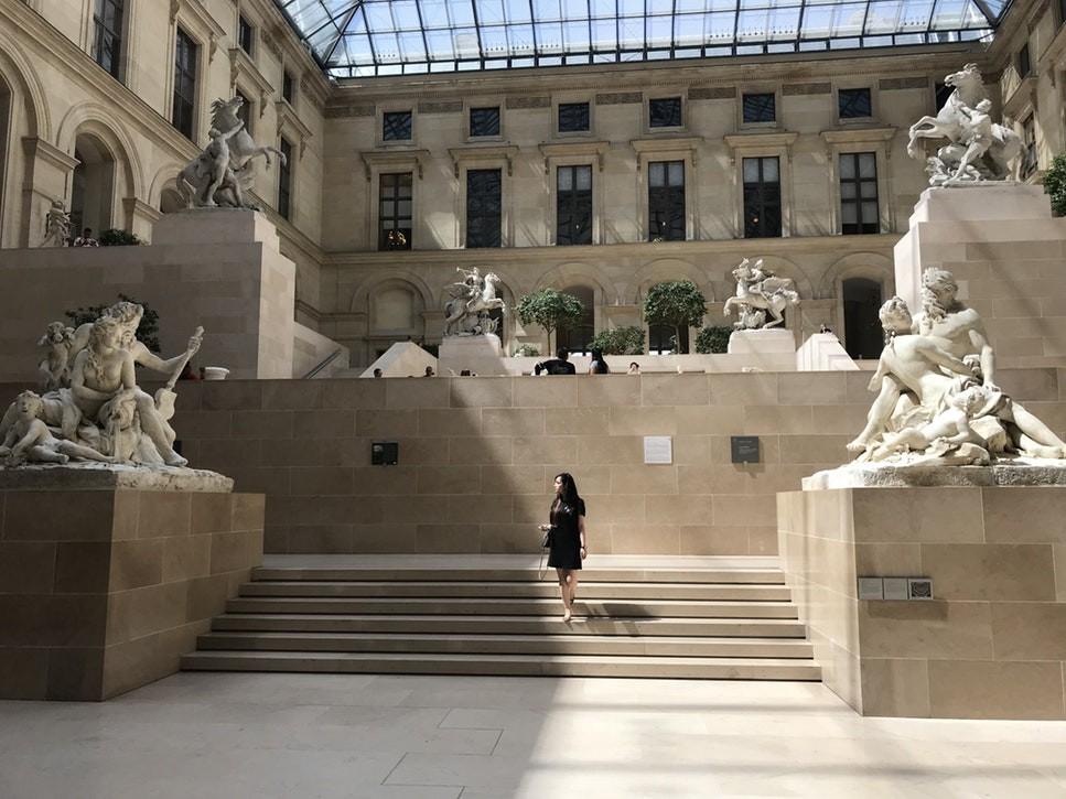 Bảo tàng Louvre (Pháp) buộc phải đóng cửa vì quá đông du khách kéo tới xem kiệt tác tranh nàng Mona Lisa - Ảnh 6.