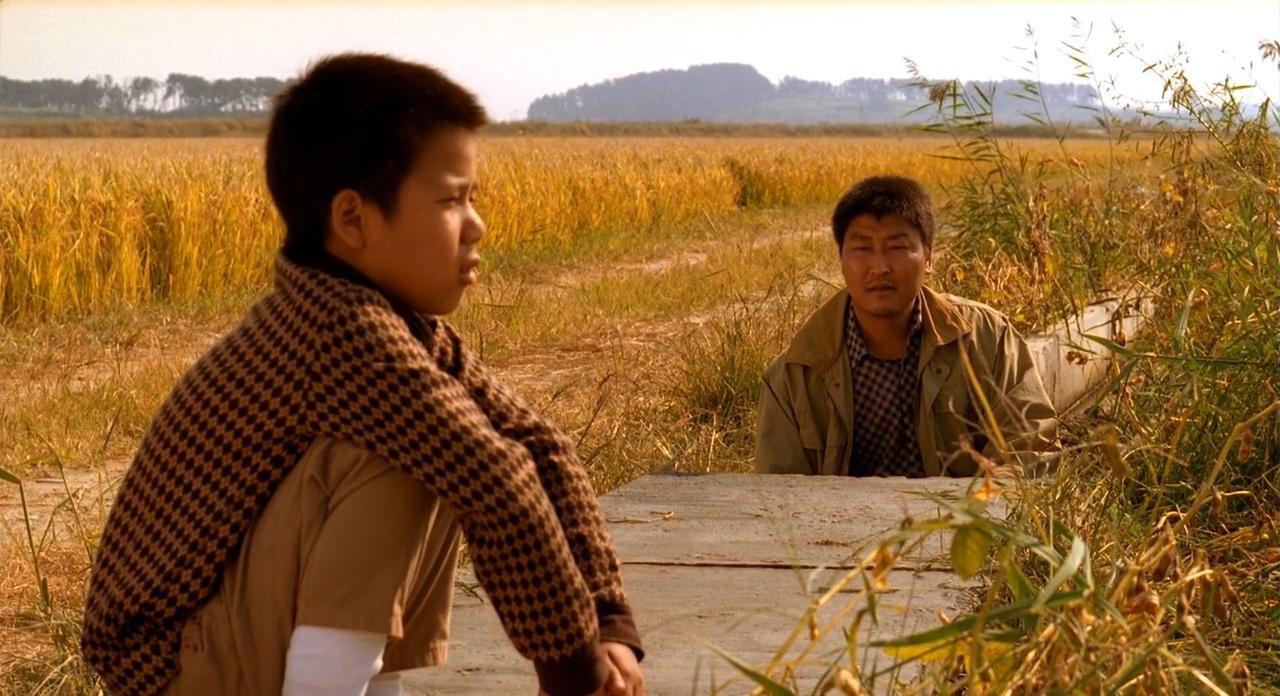 """Đẳng cấp đạo diễn Bong Joon Ho: Đưa Song Kang Ho một bước thành sao, biến """"Đội trưởng Mỹ"""" Chris Evans thành kẻ nổi loạn - Ảnh 5."""