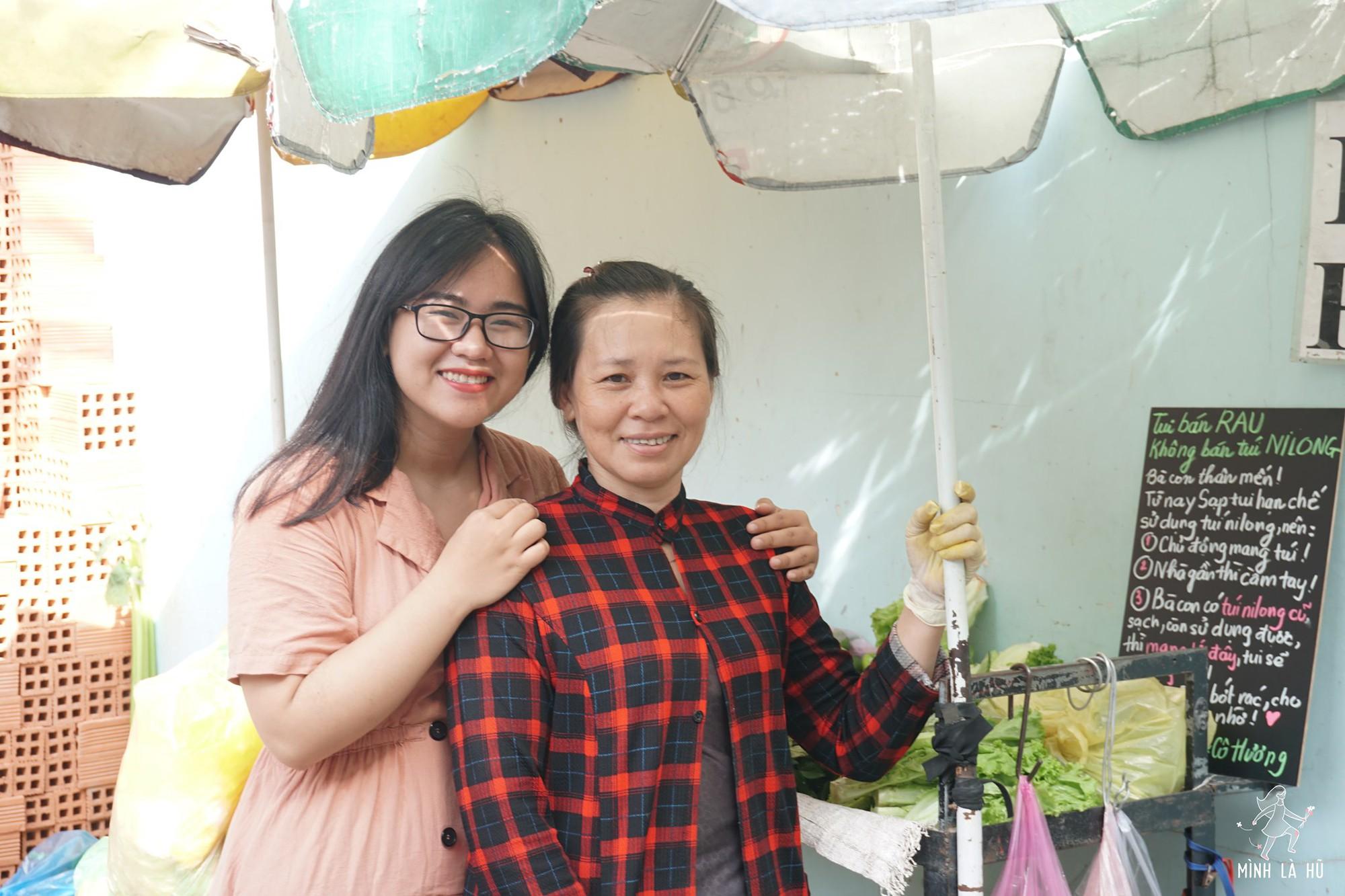 Người tặng tấm biển Tui bán rau, không bán túi nilon cho các sạp hàng ở Sài Gòn: Các cô chú làm được thì chúng mình cũng làm được! - Ảnh 7.