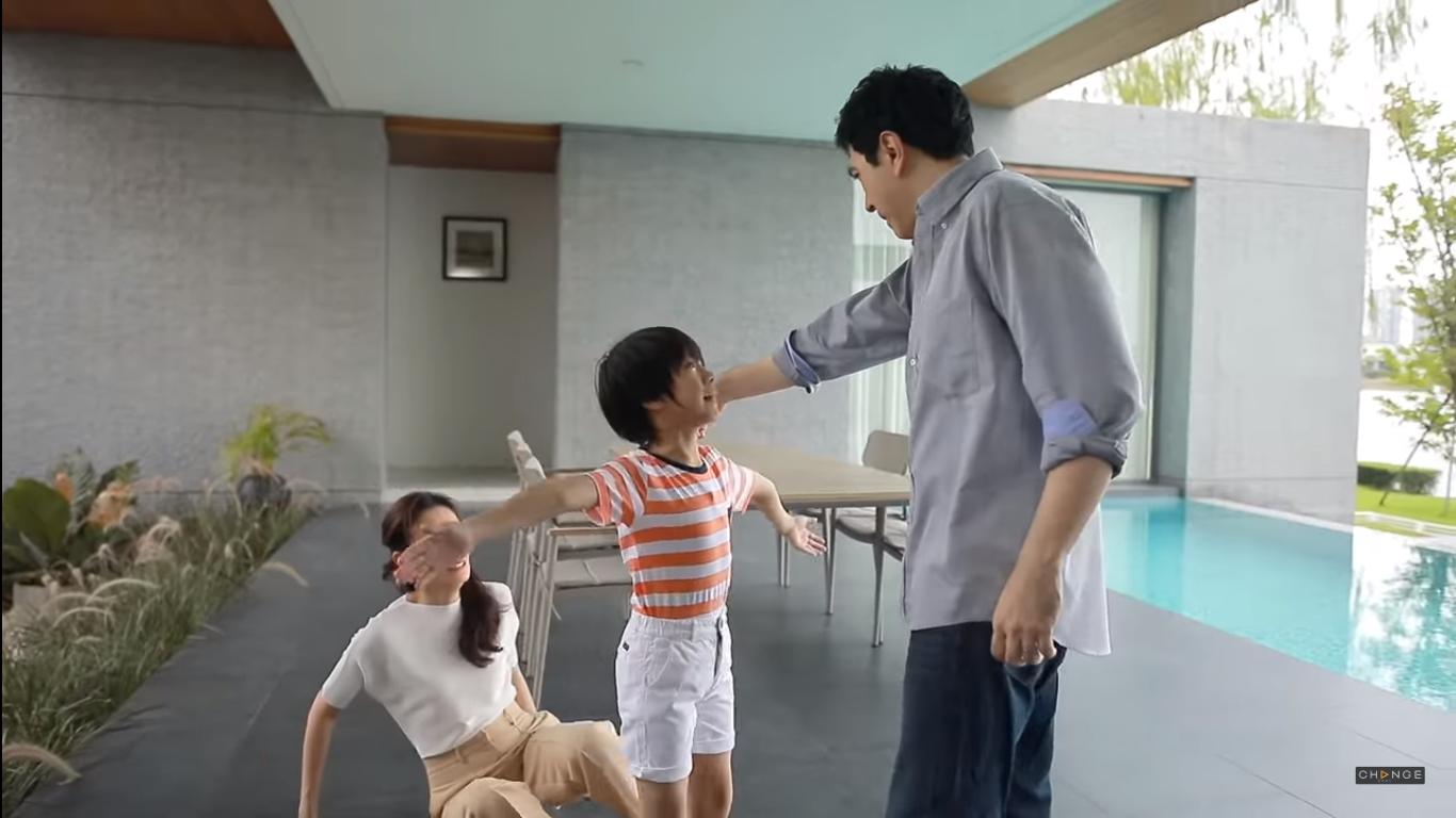 'Chiếc lá cuốn bay': Mối tình tay ba bố ruột - con gái - chú rể khó có thể bỏ lỡ 4
