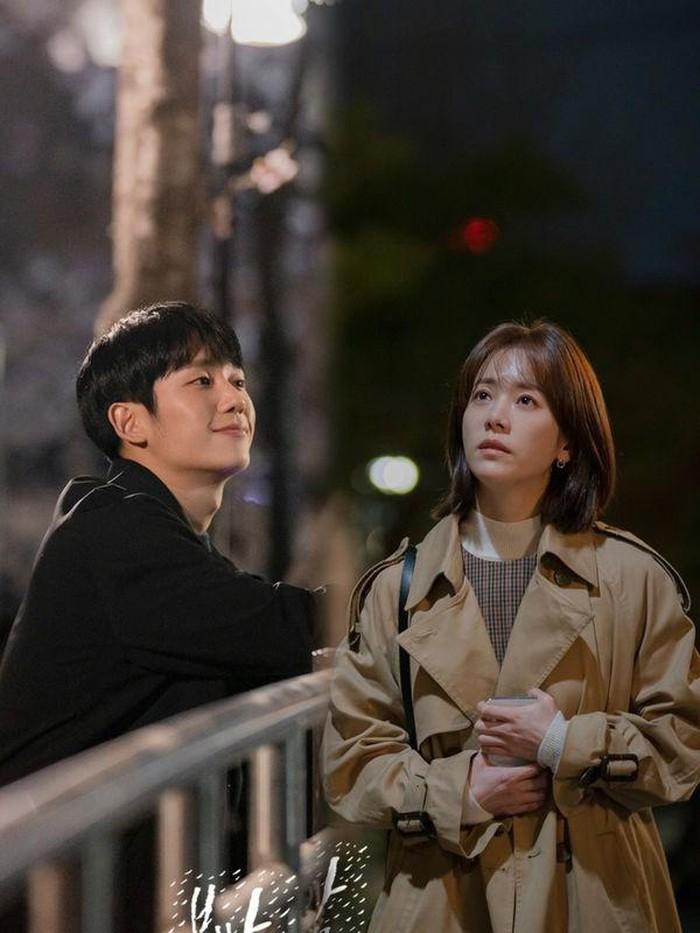 3 lí do khiến One Spring Night hot hơn Chị Đẹp Mua Cơm: Son Ye Jin xách dép cho nữ chính ở lí do cuối cùng! - Ảnh 5.