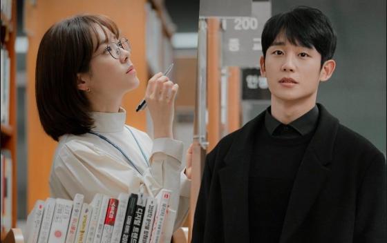 3 lí do khiến One Spring Night hot hơn Chị Đẹp Mua Cơm: Son Ye Jin xách dép cho nữ chính ở lí do cuối cùng! - Ảnh 13.