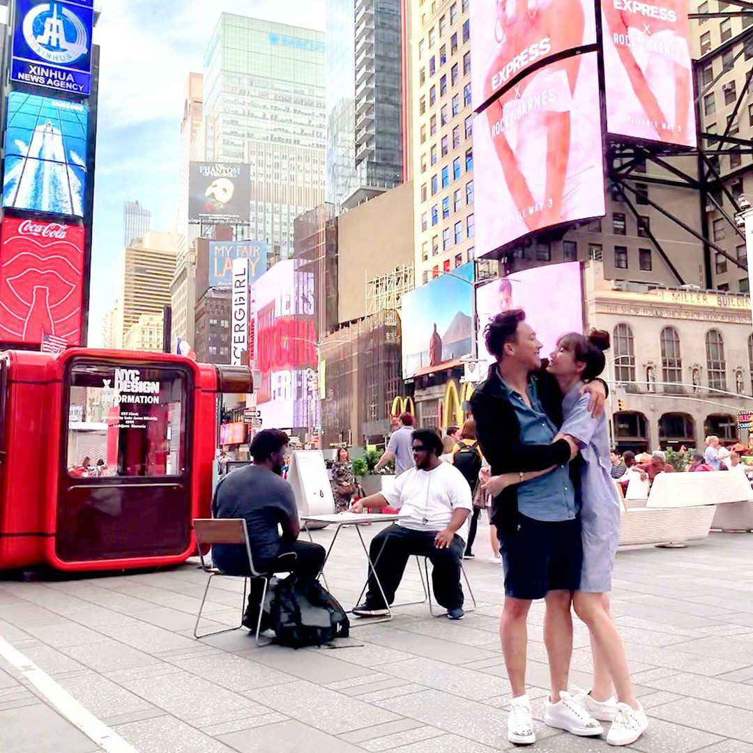 Loạt YouTube về du lịch siêu hot của sao Việt: Trấn Thành - Hari Won chễm chệ ngôi vương với 1,7 triệu người đăng kí - Ảnh 2.