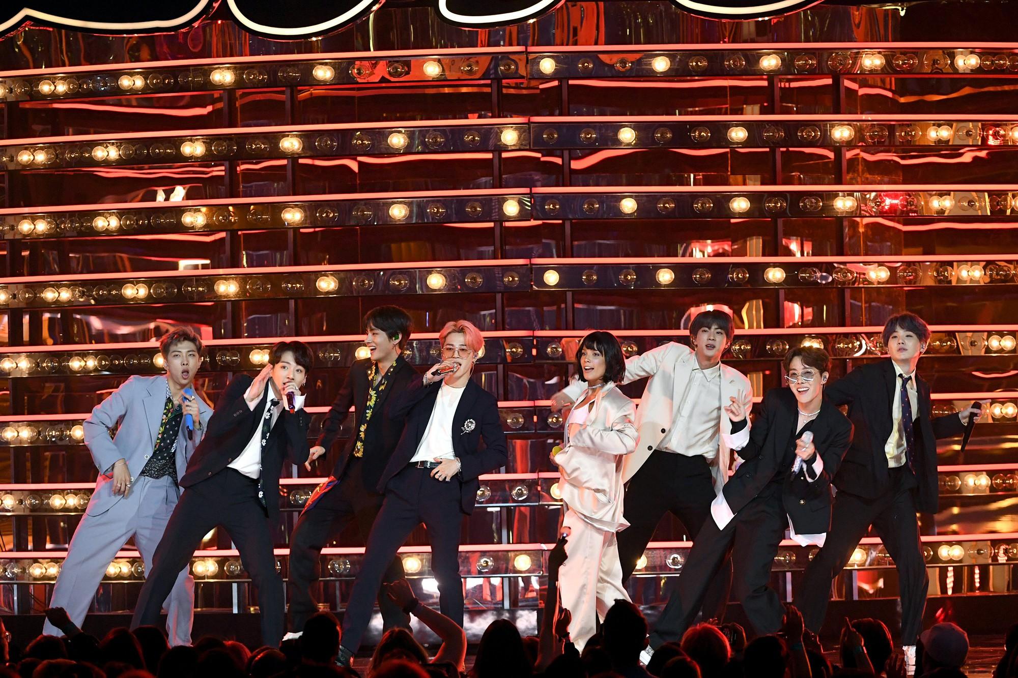 Taylor Swift, BTS và loạt sao đình đám đã cứu lượng người xem Billboard Music Awards từ vực sâu! - Ảnh 2.