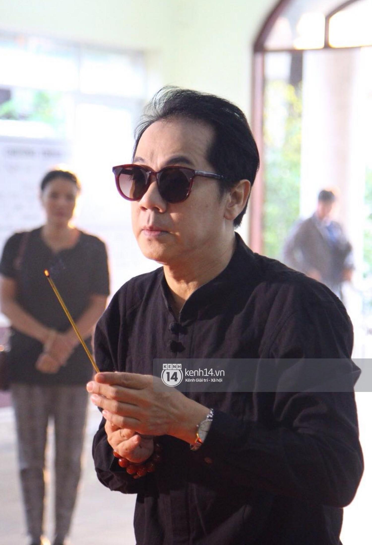 Gia đình, bạn bè đồng nghiệp xúc động bật khóc tiễn biệt cố nghệ sĩ Lê Bình về đất mẹ - Ảnh 4.