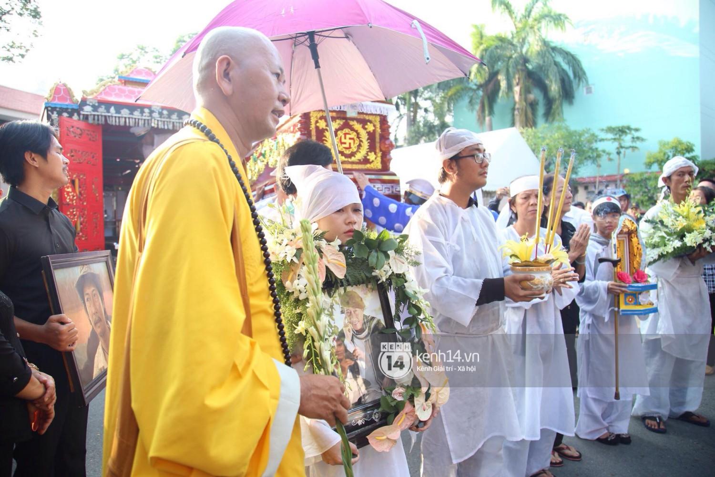 Gia đình, bạn bè đồng nghiệp xúc động bật khóc tiễn biệt cố nghệ sĩ Lê Bình về đất mẹ - Ảnh 11.