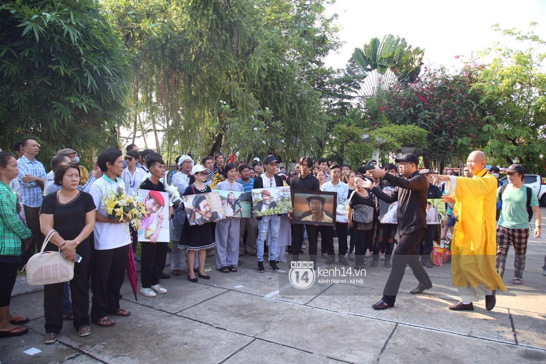 Gia đình, bạn bè đồng nghiệp xúc động bật khóc tiễn biệt cố nghệ sĩ Lê Bình về đất mẹ - Ảnh 12.