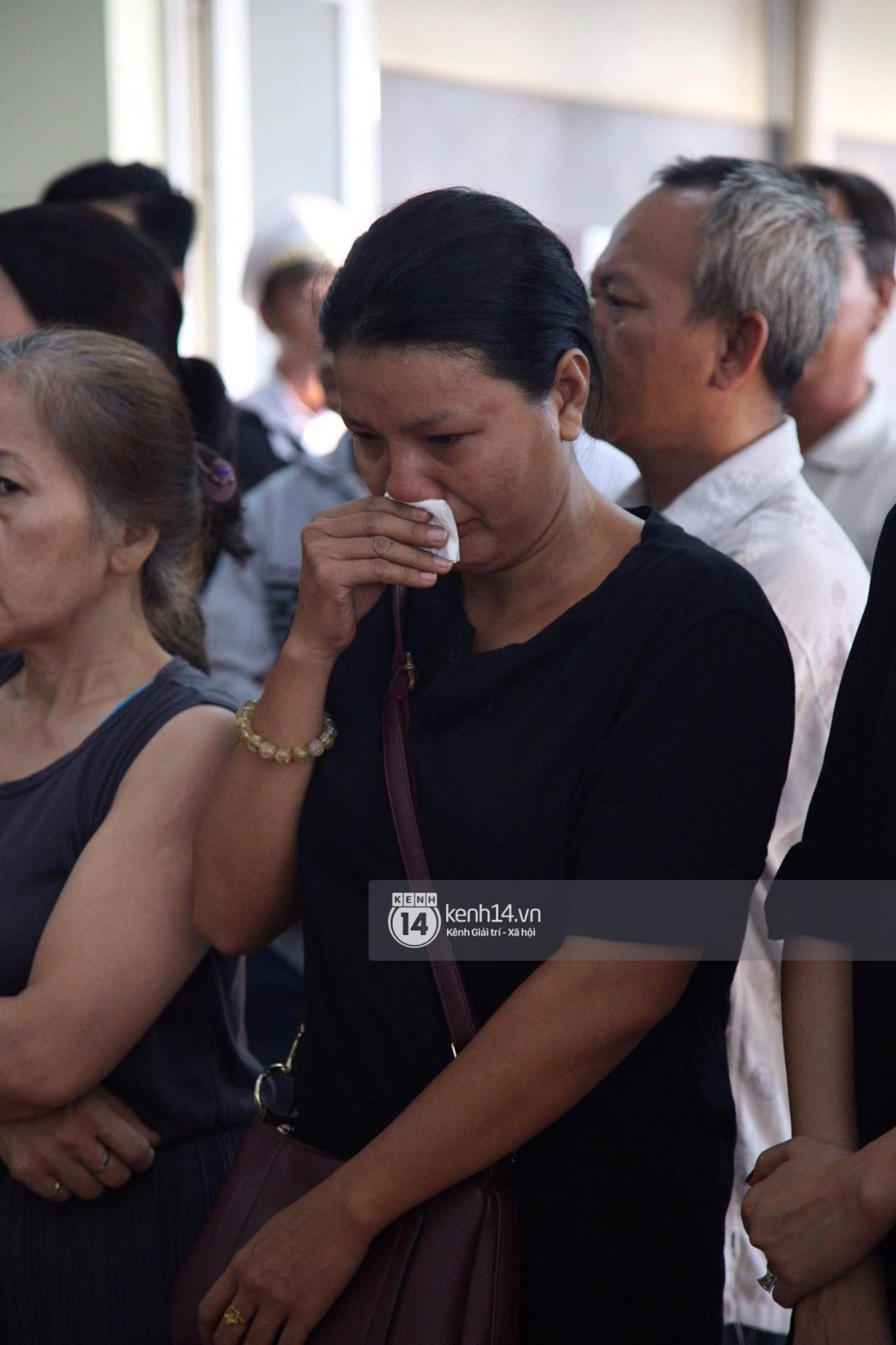 Gia đình, bạn bè đồng nghiệp xúc động bật khóc tiễn biệt cố nghệ sĩ Lê Bình về đất mẹ - Ảnh 5.
