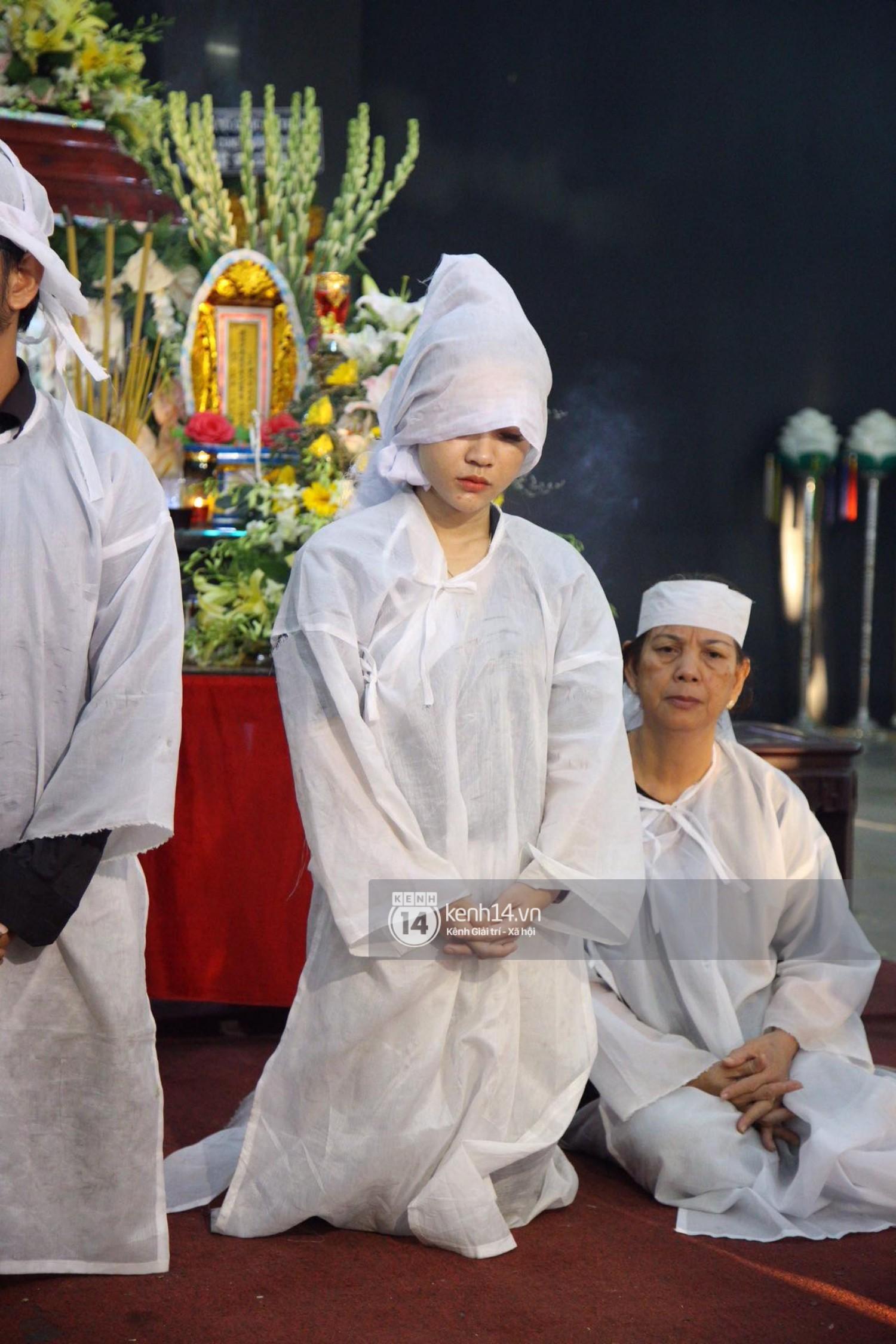 Gia đình, bạn bè đồng nghiệp xúc động bật khóc tiễn biệt cố nghệ sĩ Lê Bình về đất mẹ - Ảnh 3.