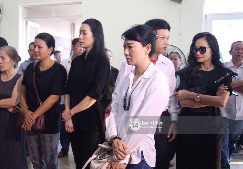 Gia đình, bạn bè đồng nghiệp xúc động bật khóc tiễn biệt cố nghệ sĩ Lê Bình về đất mẹ - Ảnh 7.