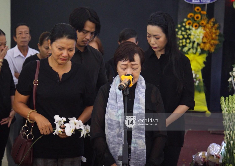 Gia đình, bạn bè đồng nghiệp xúc động bật khóc tiễn biệt cố nghệ sĩ Lê Bình về đất mẹ - Ảnh 8.