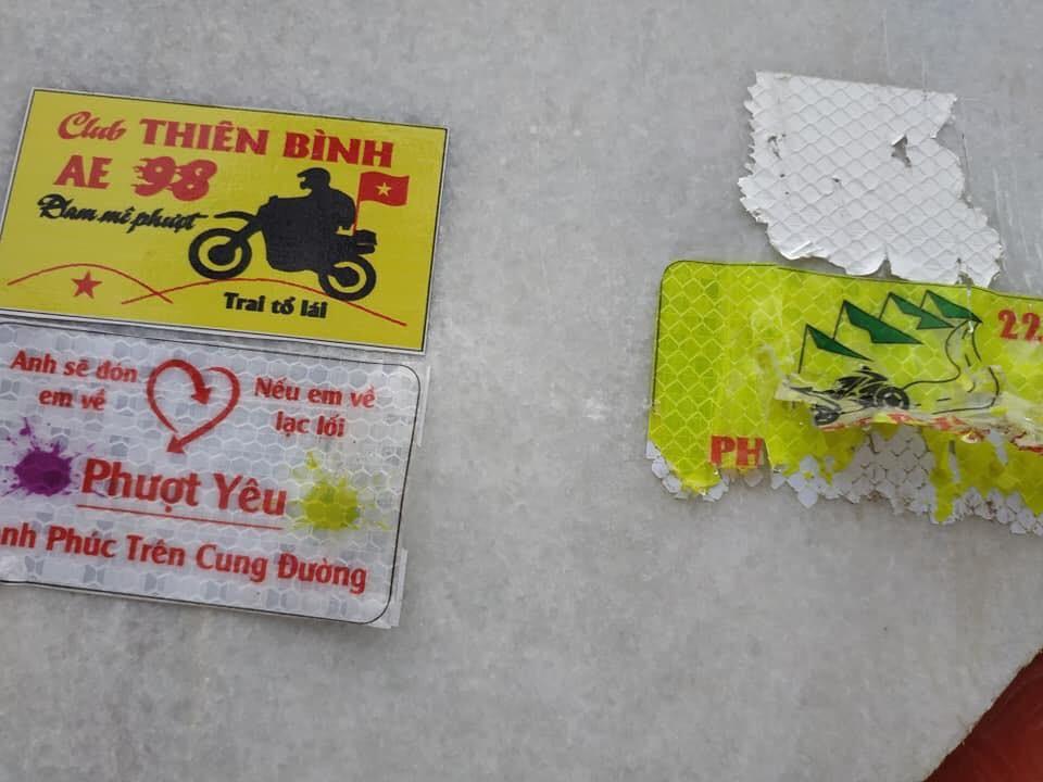 Clip nam thanh niên dán logo phản quang vào biển báo địa danh đèo Khau Phạ khiến dân mạng bức xúc: Đừng làm xấu danh nghĩa phượt thủ! - Ảnh 4.
