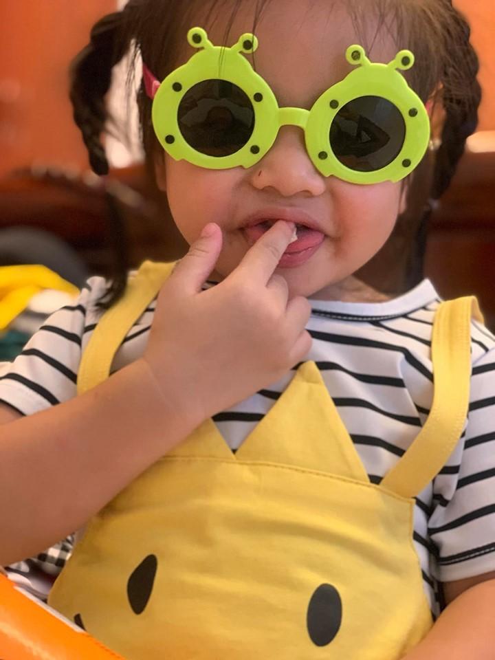 Vân Trang khoe ảnh gia đình hạnh phúc nhưng biểu cảm của con gái lại có gì đó sai sai - Ảnh 7.