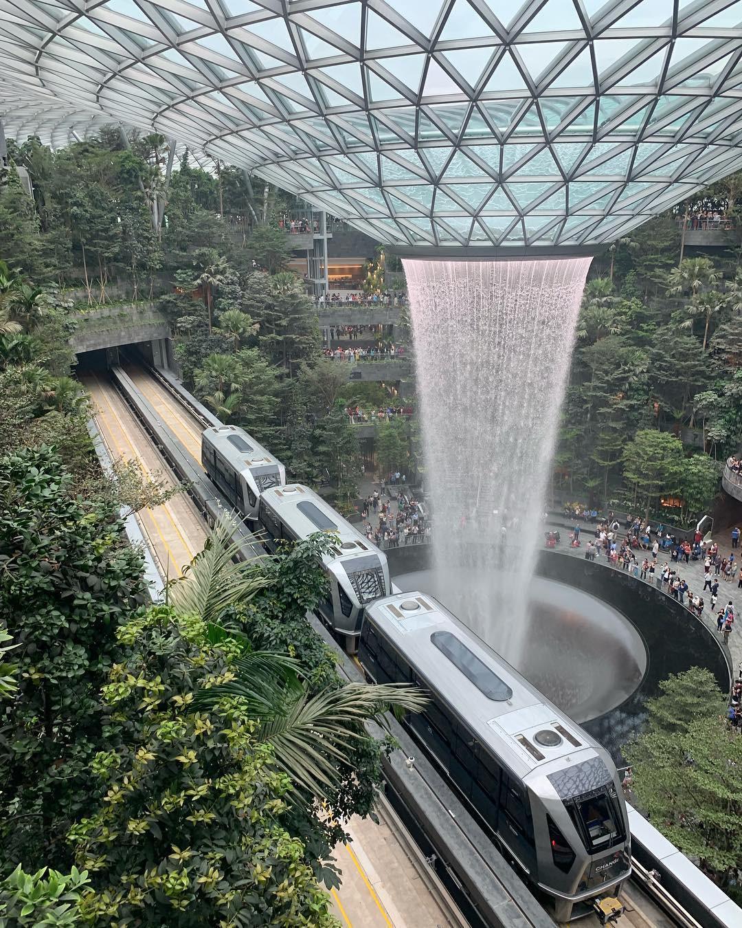 Thác nước khổng lồ chiếm trọn spotlight sân bay Changi - Singapore: cứ 10 người đến đây thì hết 9 người đăng ảnh check-in với background này - Ảnh 5.